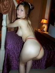 Thai girlfriend spreading in the nude