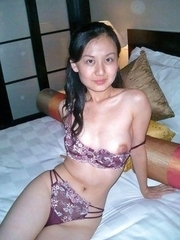 Hot Singaporean girlfriend strips naked